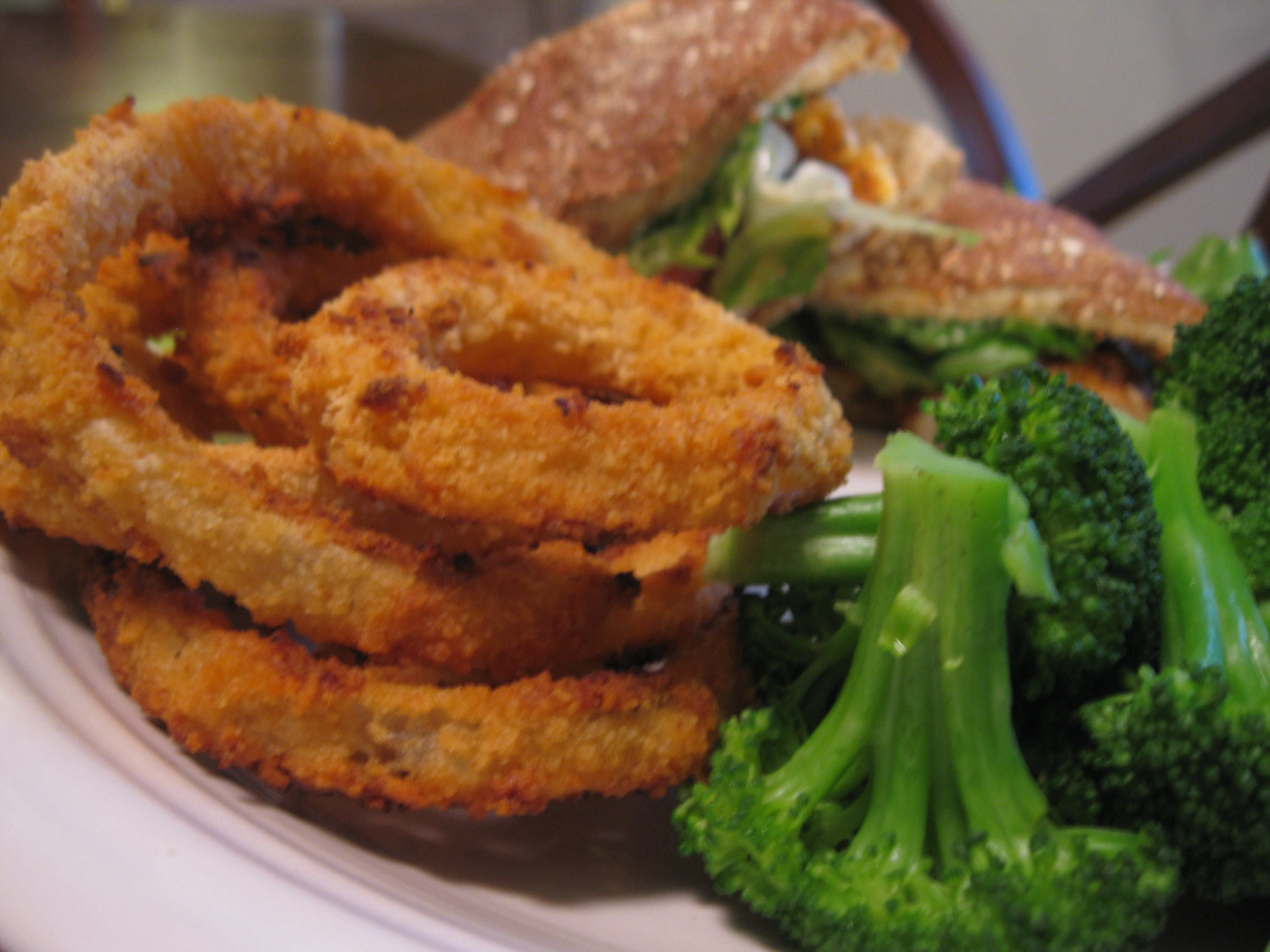 Recipe 27.4: Blackened Chicken Sandwiches with Onion Rings and Broccoli